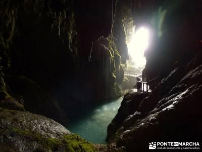 Parque Natural Monasterio de Piedra; grupo senderista; senderos club de montaña;pueblos abandonados